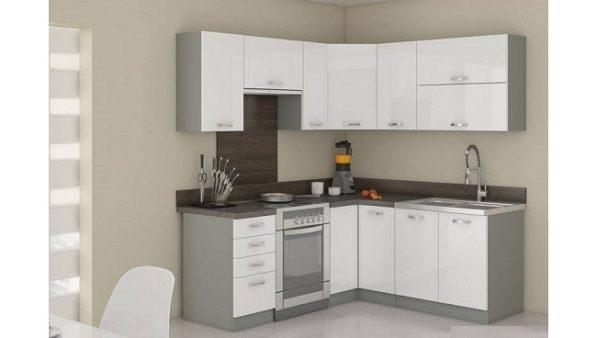 Maža virtuvė gali būti ir jauki, ir patogi